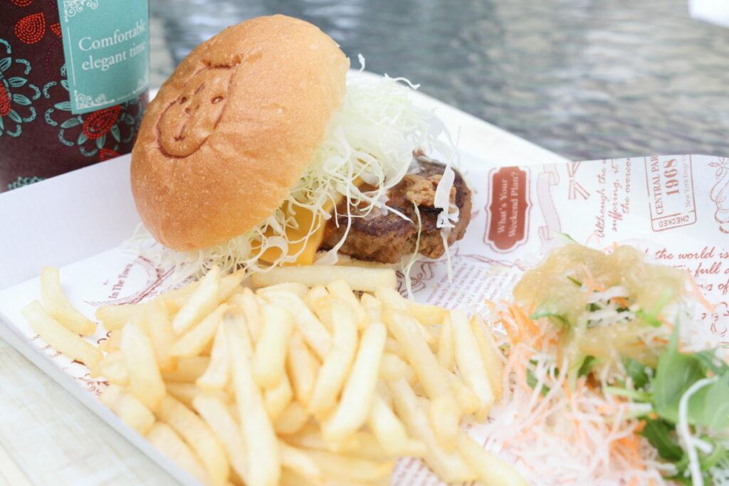 神戸どうぶつ王国のハンバーガーセット