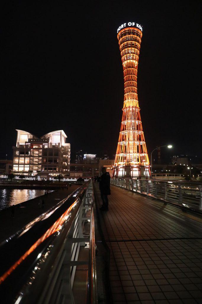 歩道橋から見るポートタワー