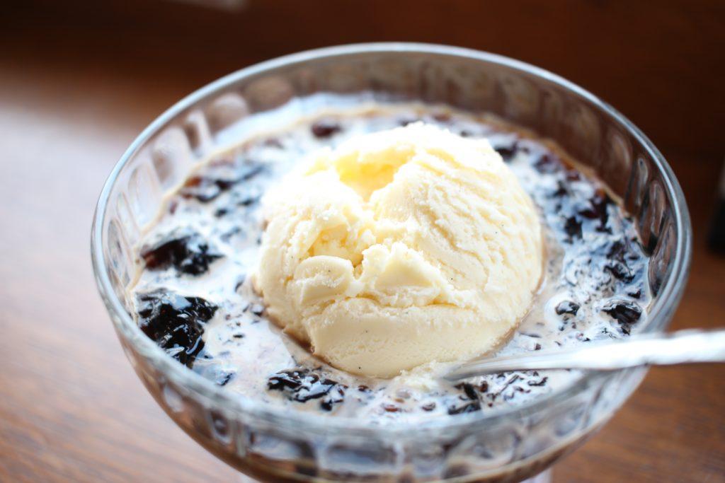 クラッシュドコーヒーゼリーアイスクリーム添え2