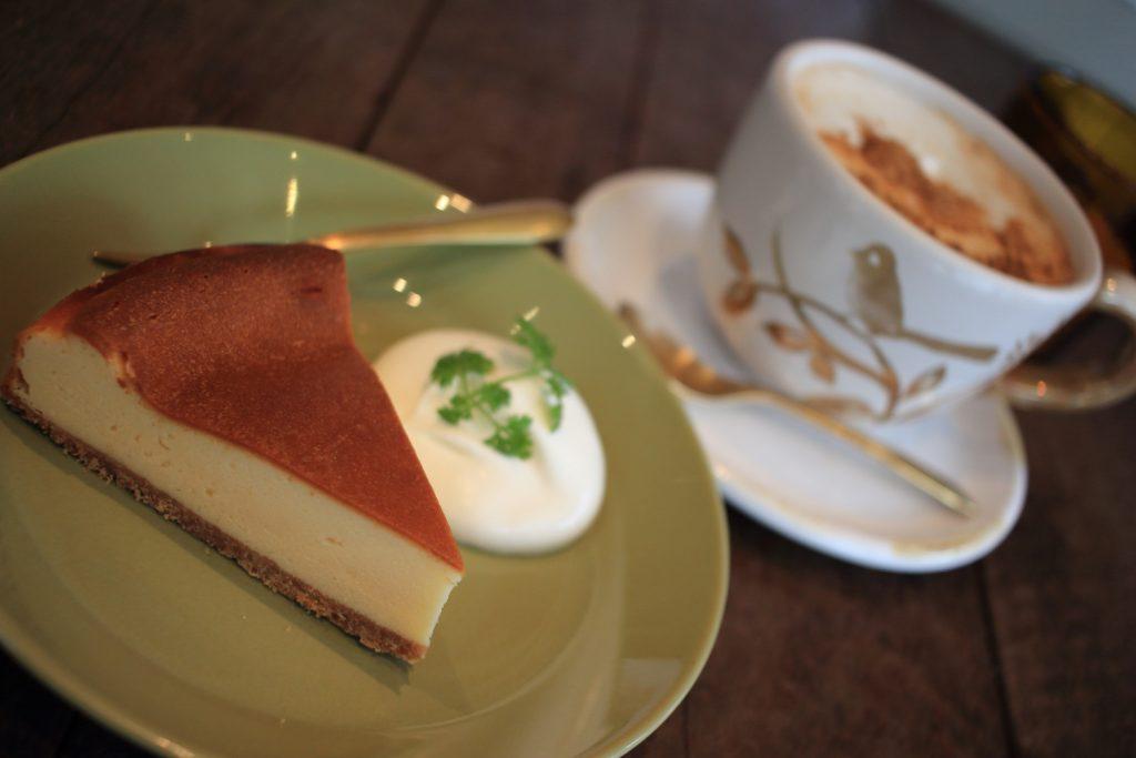 マヒシャ 岡本 チーズケーキとミルクティー