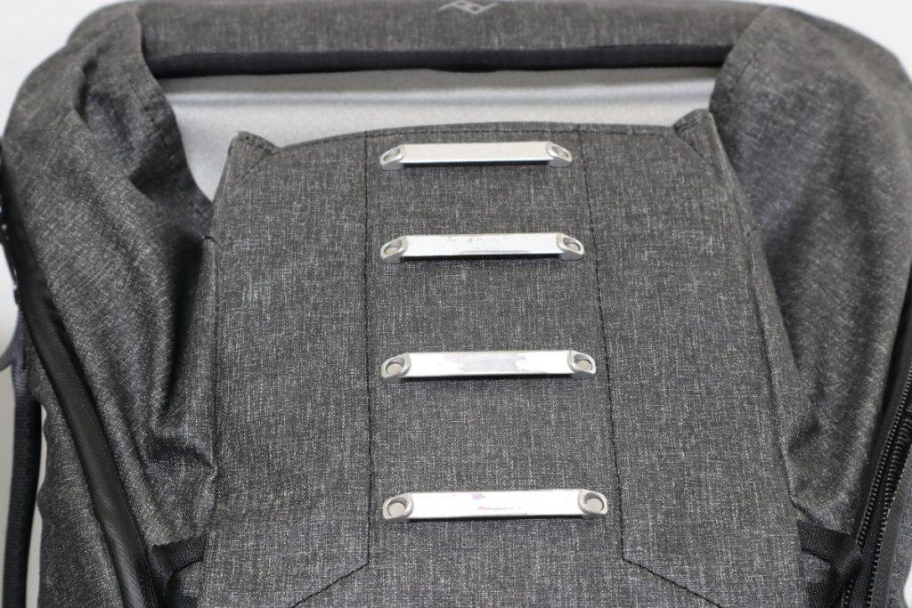 使い込んだピークデザインのエブリデイバックパック