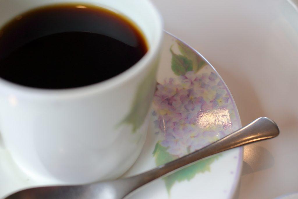 紫陽花柄のソーサーとカップ