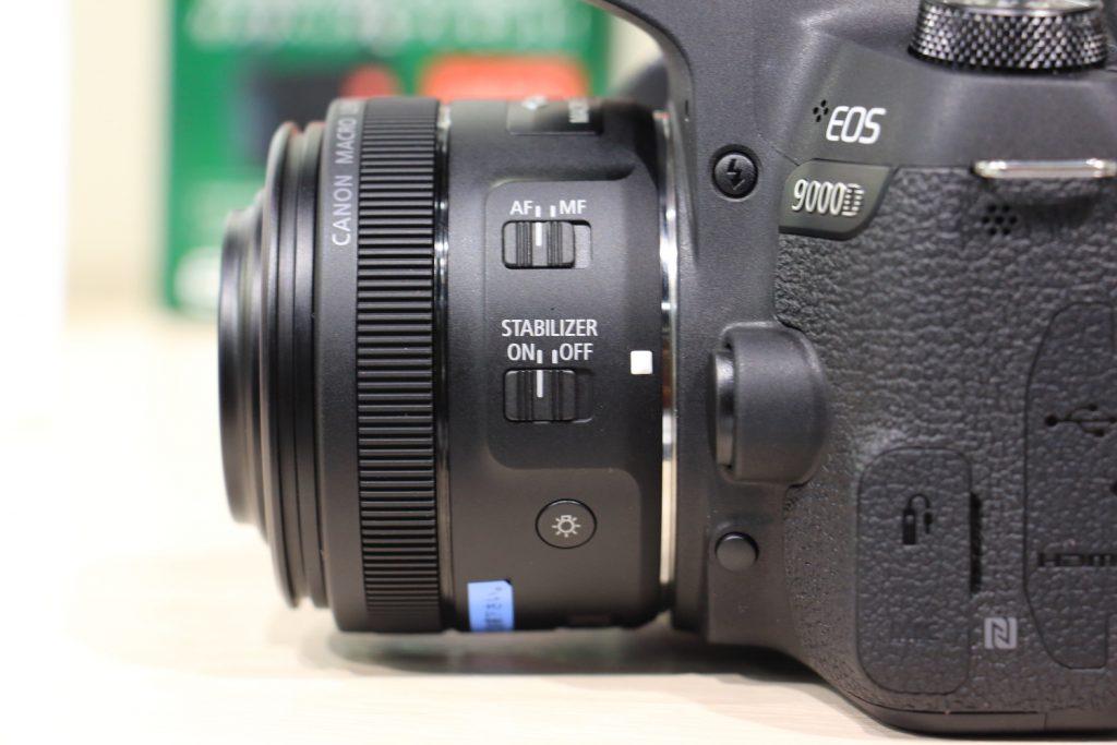 EF-S 35mm F2.8 マクロ IS STM 横から見た