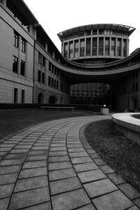 神戸税関 中庭 超広角レンズで撮影