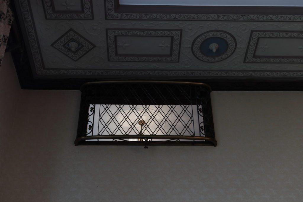 乾邸の見下ろし窓