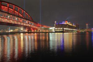 神戸大橋とクイーンエリザベスの夜景