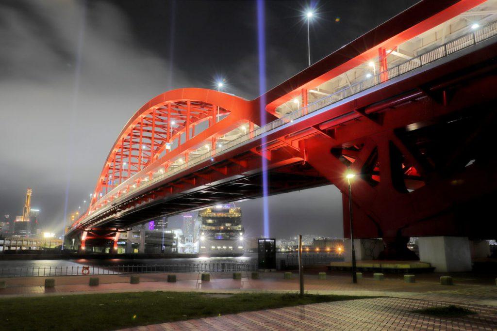 霧の中の神戸大橋