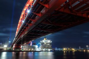 神戸大橋イルミネーションとコスタフォーチュナ