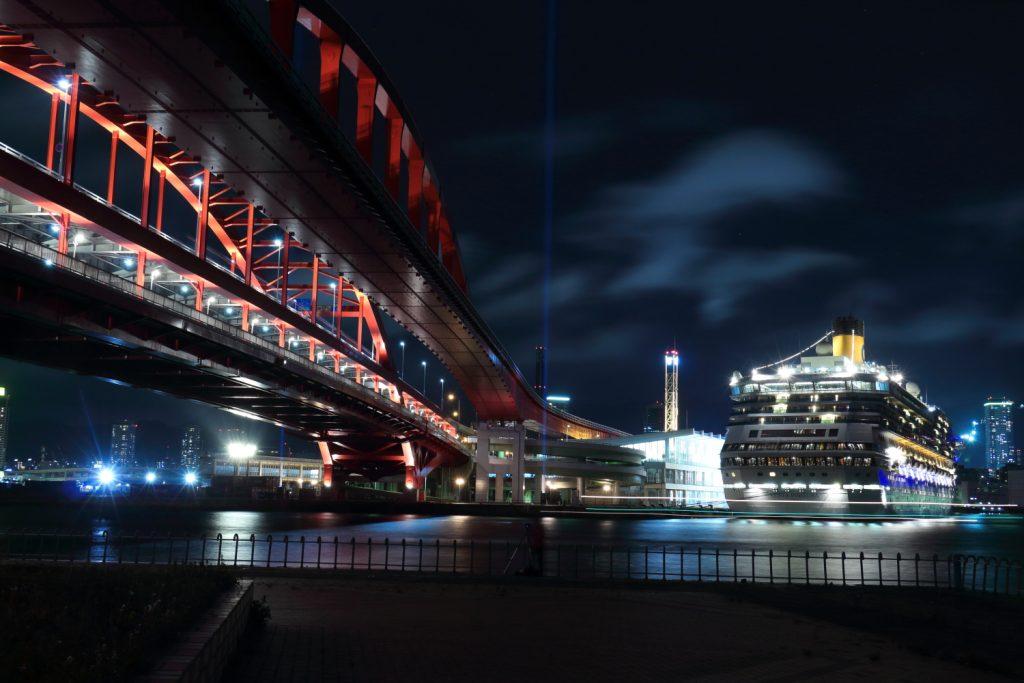 コスタフォーチュナと神戸大橋 夜景