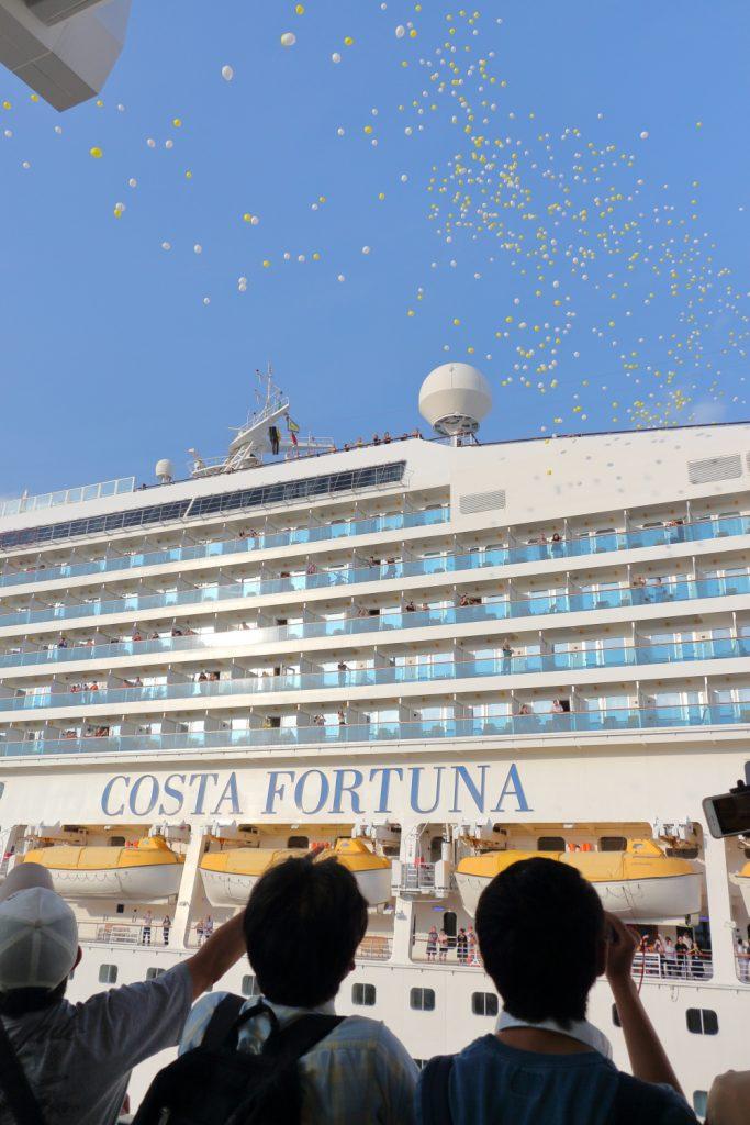 コスタフォーチュナと歓迎バルーン