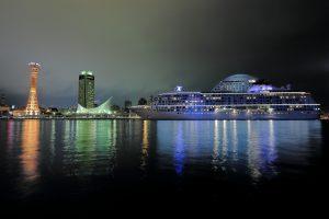 神戸中突堤のザ・ワールドとポートタワー