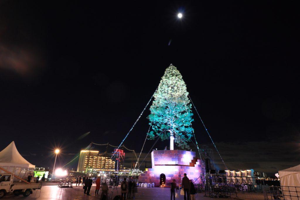 世界一のクリスマスツリー 試験点灯の様子