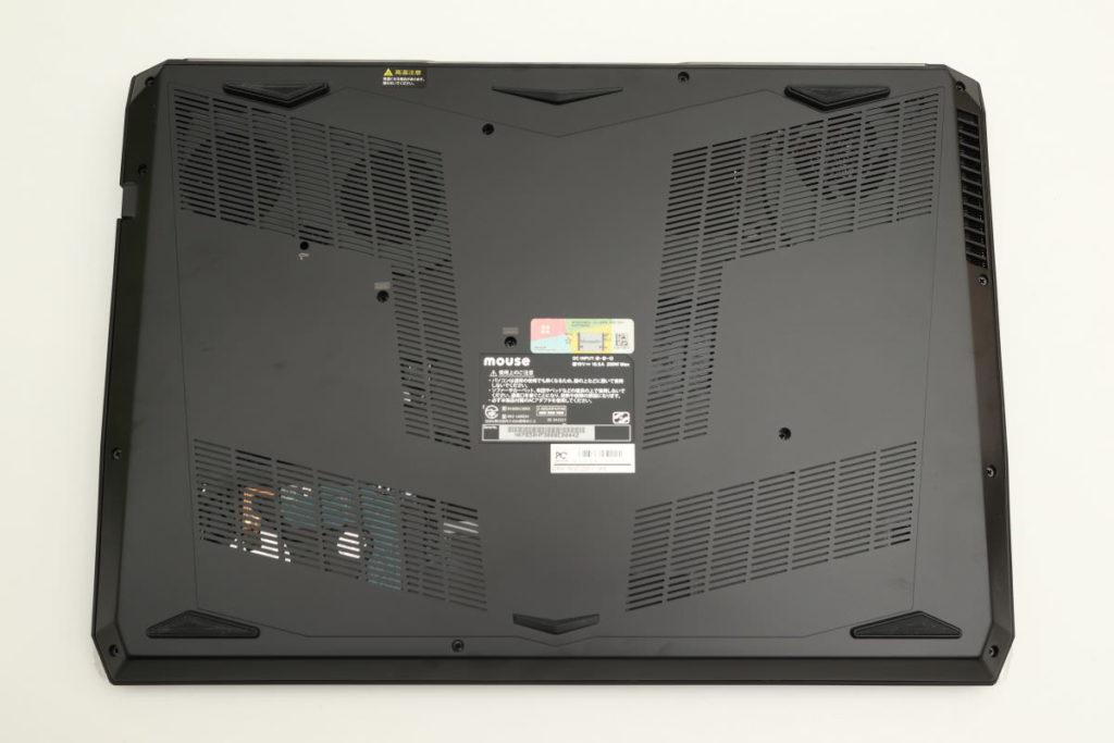マウスコンピューター DAIV-NG5720の裏側 大きい通気口