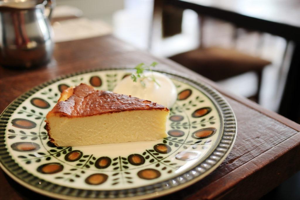 バスクチーズケーキ EF-M22mm F2 STMの作例写真