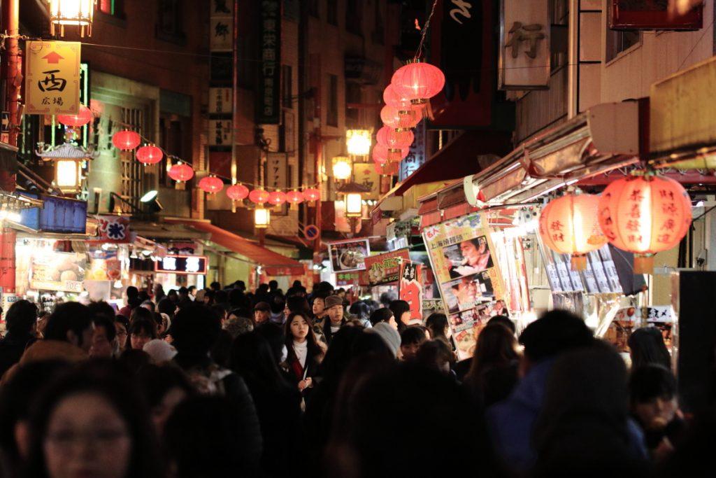 南京町で手持ち夜景スナップ