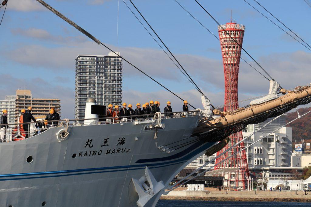 海王丸とポートタワー