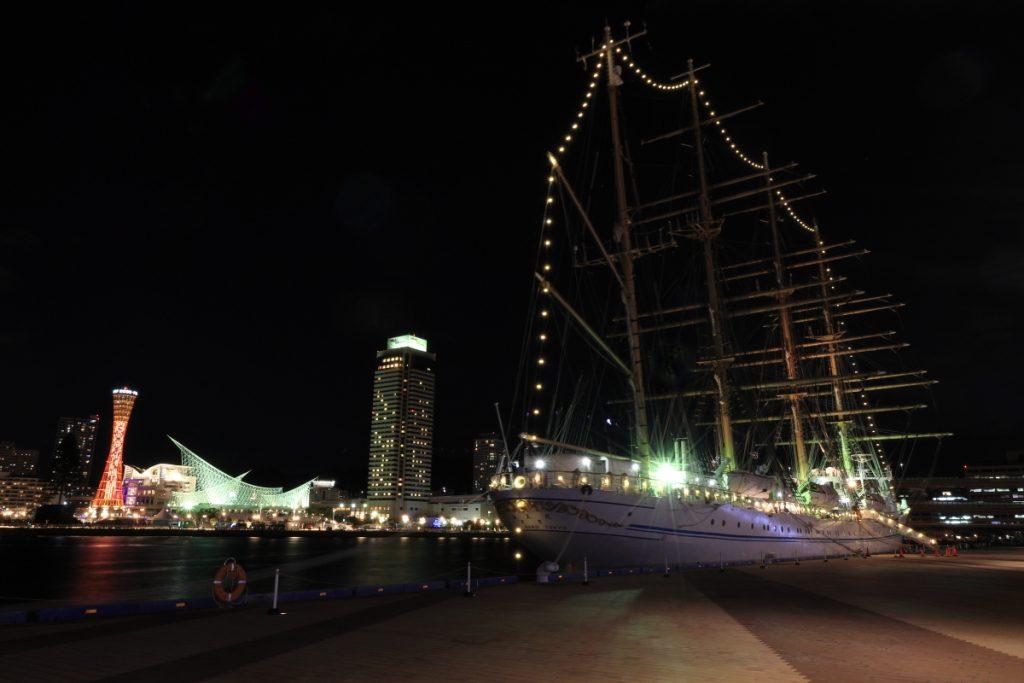 海王丸とメリケンパークの夜景