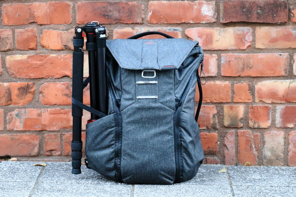 カメラバッグ Peak Design Everyday Backpackと三脚K&F Concept TM2834
