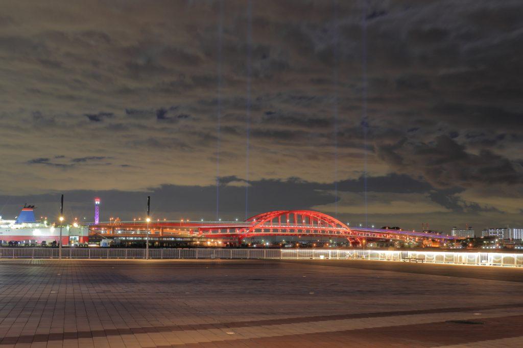 新港第一突堤から見た神戸大橋