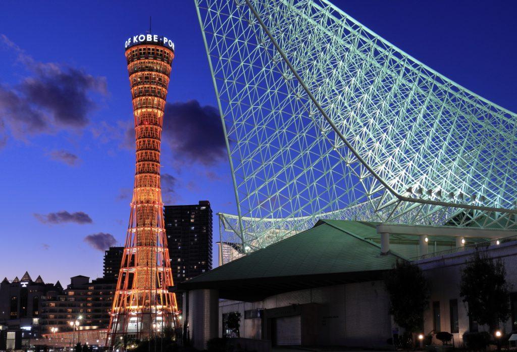 メリケンパークの夜景 ポートタワーと海洋博物館