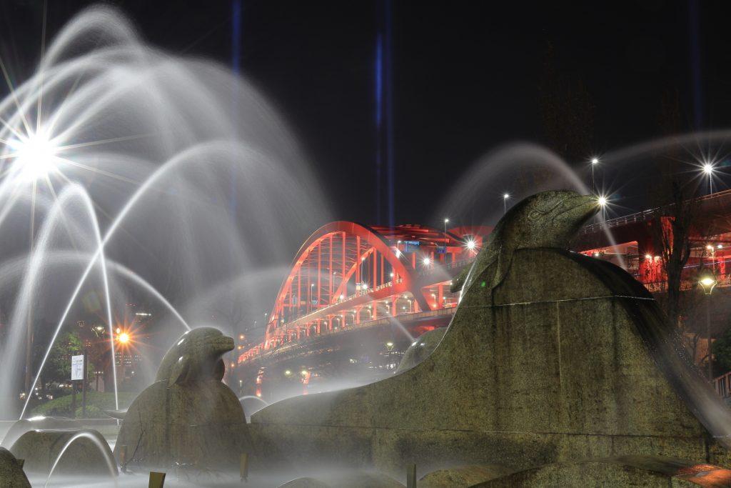 噴水と神戸大橋