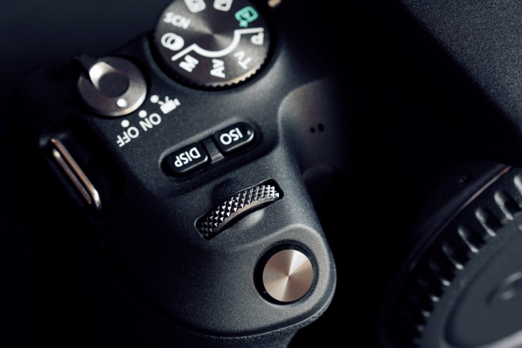 タムロン SP 90mm F2.8 Di MACRO 1:1 VC USD F004E 通称タムキューの作例写真 カメラのボタンとダイヤル