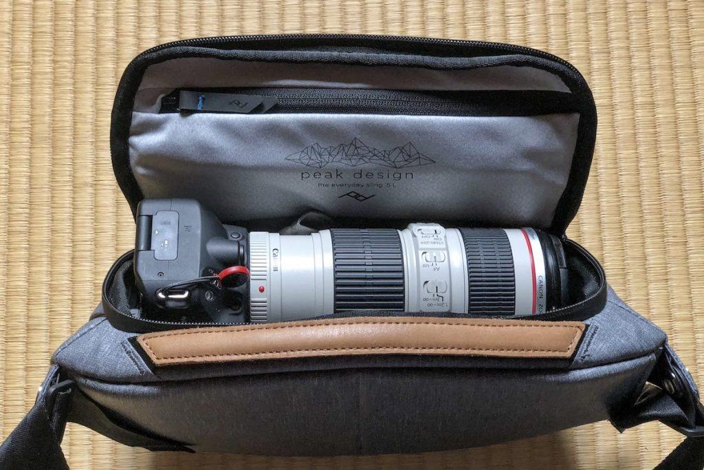 カメラとレンズEF70-200 F4L IS USMをピークデザイン スリング5Lに収納