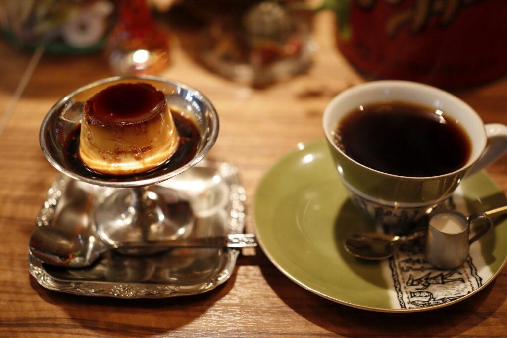 モトマチ喫茶の自家製カスタードプリンとブレンドコーヒー