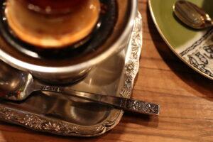 モトマチ喫茶 プリンの器とスプーン