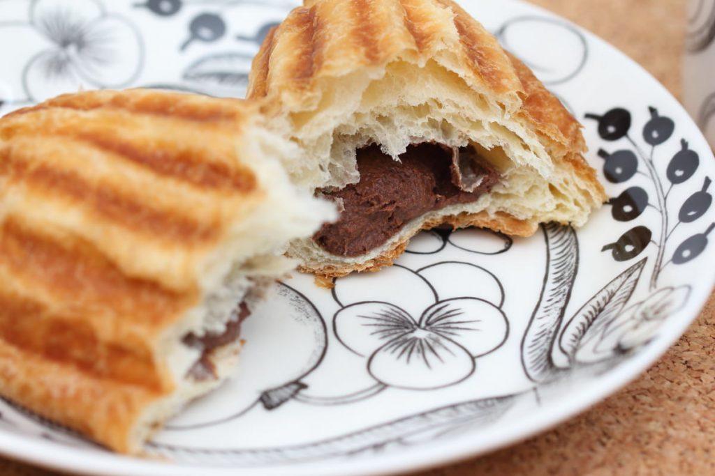 チョコメロワッサン 神戸ハイカラメロンパン 中にはチョコクリーム