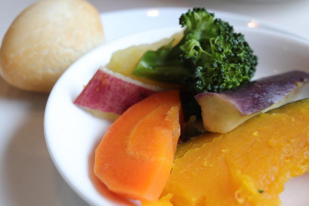悠悠 蒸し野菜と揚げ点心