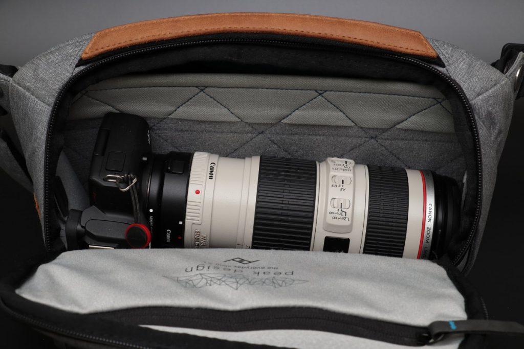 EOS Kiss Mとマウントアダプターと望遠レンズEF70-200mm F4L IS USMをカバンに収納