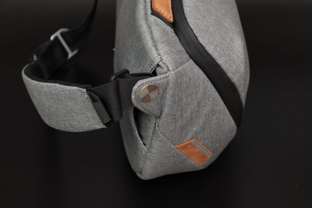 エブリデイスリング5L Everyday Sling 5L ピークデザイン PeakDesign の小型カメラバッグ アッシュカラー外観