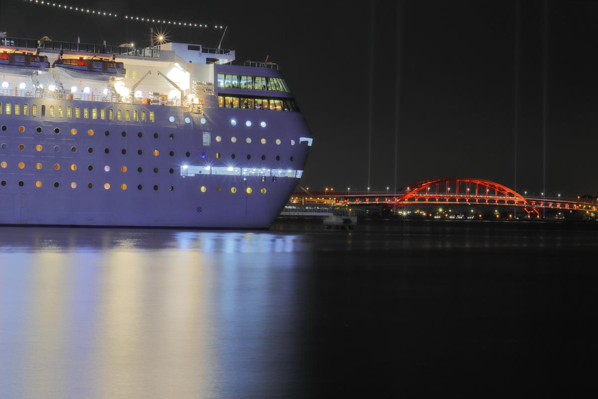 客船コスタ・ ネオ・ロマンチカの夜景