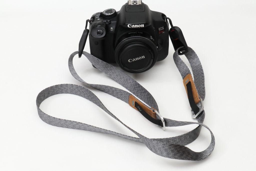 ピークデザインのカメラストラップ リーシュ LEASH EOS Kiss X9に装着
