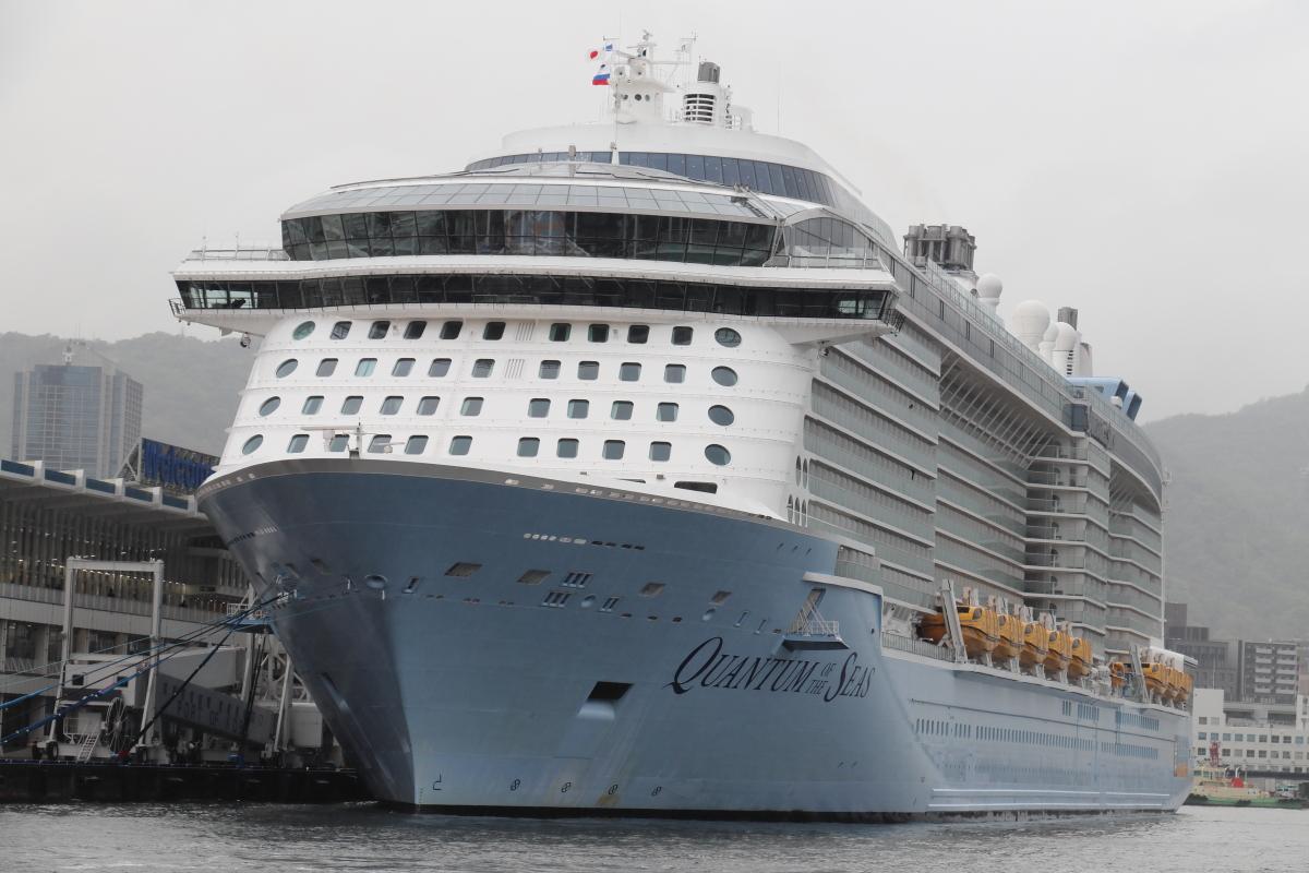 客船クァンタムオブザシーズ QUANTUM OF THE SEAS 神戸に入港
