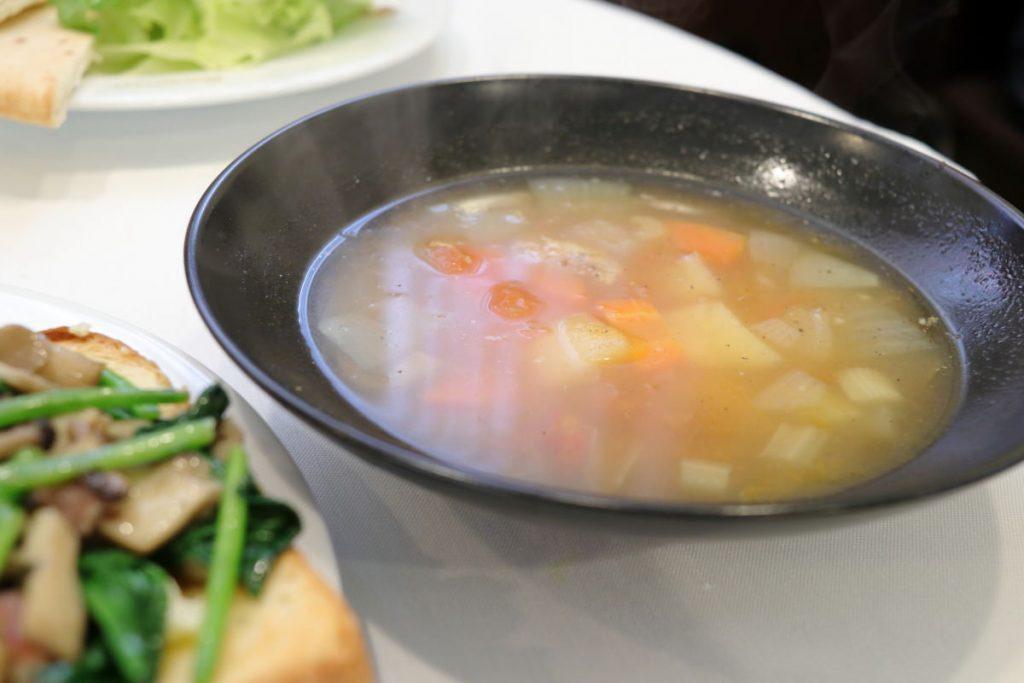 野菜たっぷりミネストローネスープランチのスープ