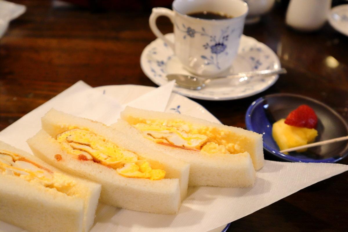 カフェバールこうべっこ モーニングのハーフサンド 卵サンドイッチ セットで500円