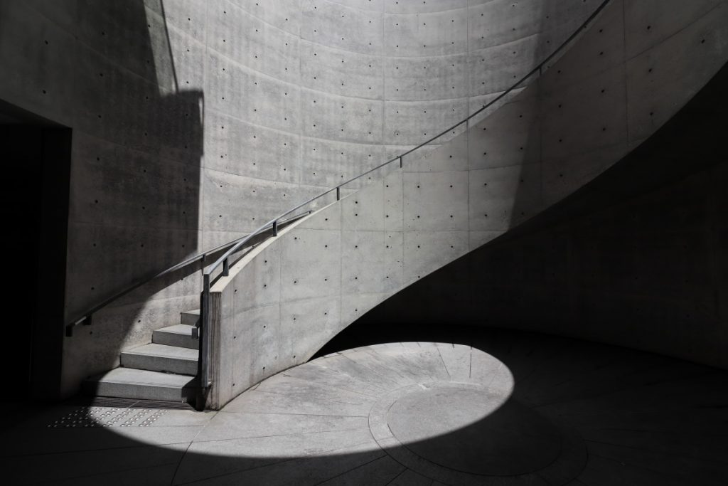 兵庫県立美術館 円形テラス 螺旋階段
