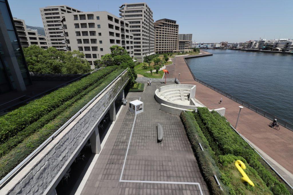 兵庫県立美術館 東側