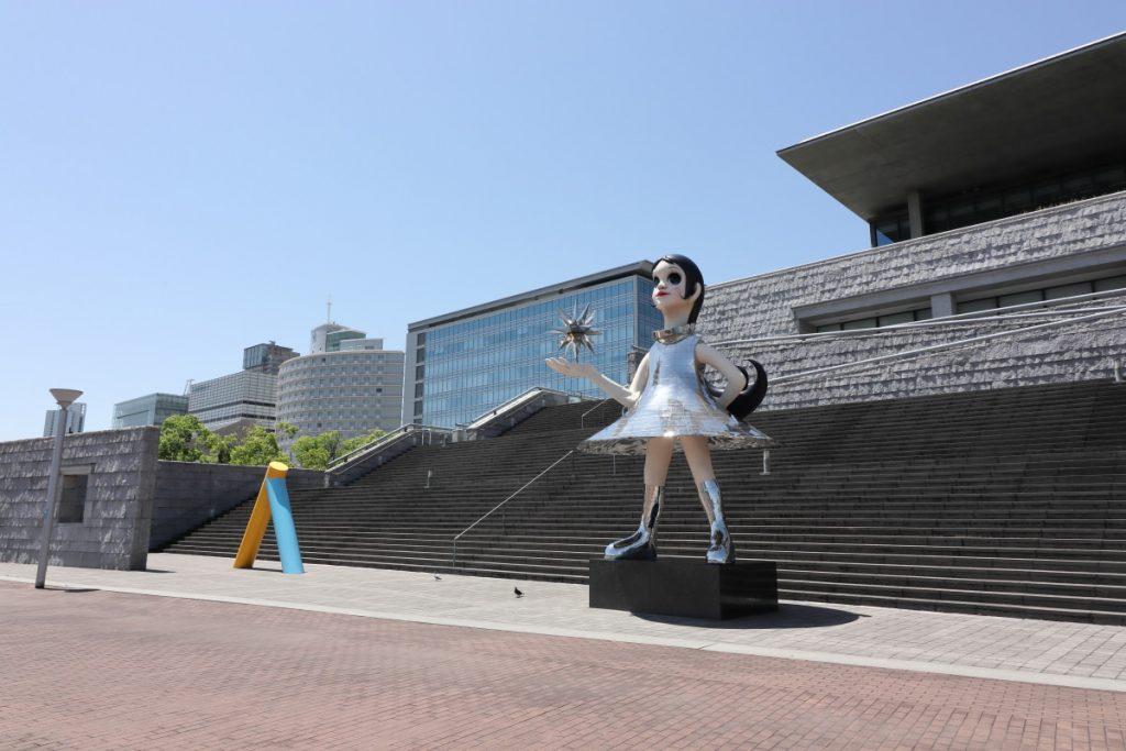 兵庫県立美術館 南側