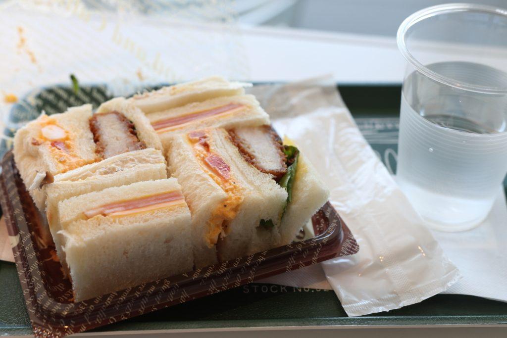 兵庫県立美術館のカフェ「フォルテシモ」にてサンドイッチ400円