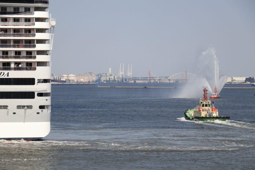 MSCスプレンディダ 神戸ポートターミナル 放水