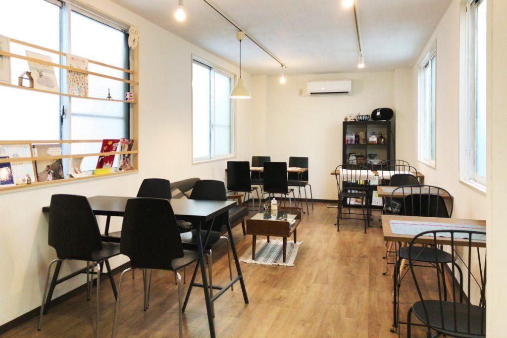 Round Point Cafe ラウンドポイントカフェ 2階 内観
