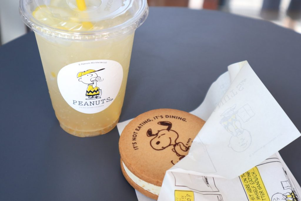 スヌーピーカフェ神戸にて アイスクッキーとレモネード