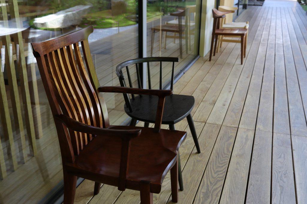 縁側にある椅子
