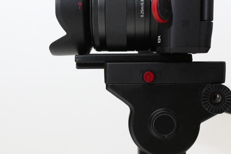 Andoerビデオ雲台 カメラをセットした様子