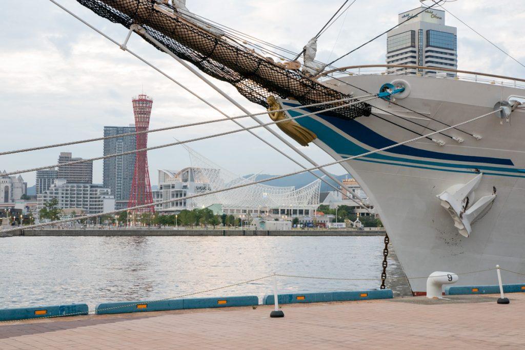 神戸に入港した練習帆船「海王丸」2018年7月11日
