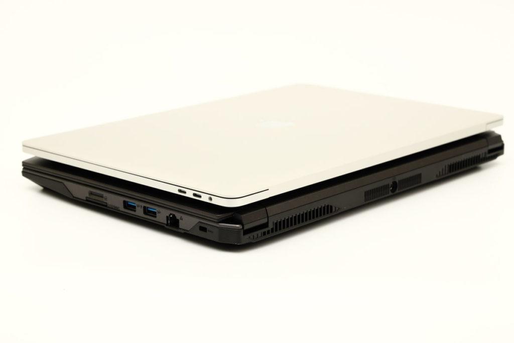 マウスコンピューターDAIV-NG4500とアップルMacBook Pro2016 15インチのサイズ比較