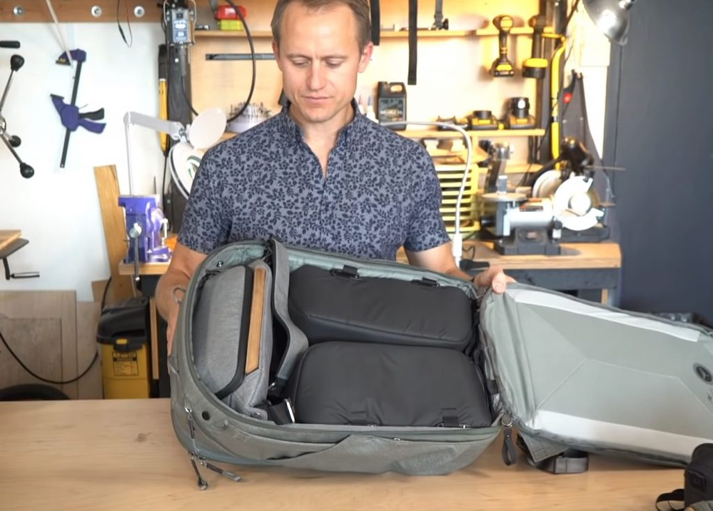 トラベルバックパックにはエブリデイスリング5Lがちょうど収まる